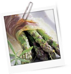 Grüner Spargel mit Taleggio