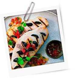 Schwertfischsteak mit Oliven gespickt